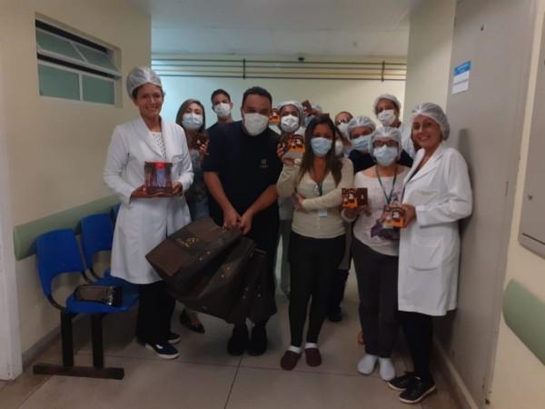 Cacau Show faz doação de chocolates aos profissionais de saúde de Angra dos Reis